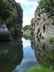 …e o rio Ceira atravessa a garganta do Cabril e segue o seu curso em direção ao Mondego.